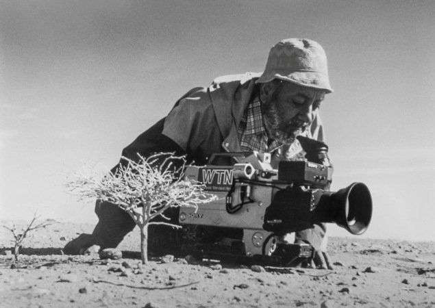 Sir Mohinder Dhillon filming in Sahel on the edge of the Sahara desert. Photo by Africapix1
