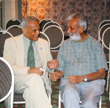 Sir Mohinder Dhillon with music maestro Harry Belafonte in Nairobi. Photo by Africapix