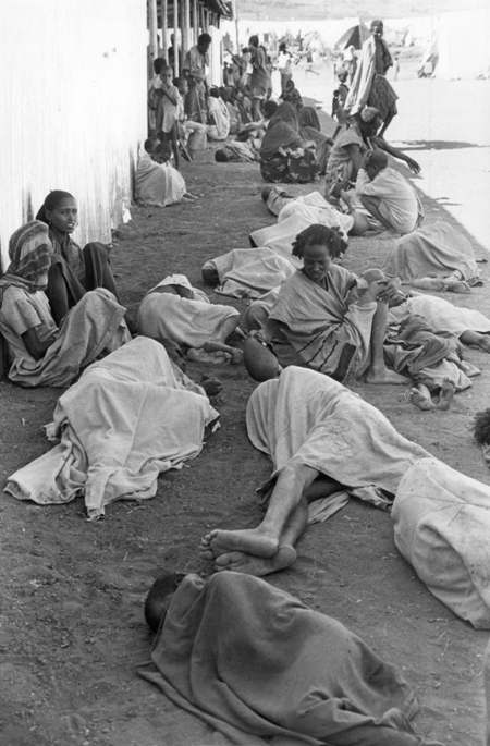 Mega famine of Ethiopia 1984, complete mayhem. It took a big toll on children, most of them perished because of dehydration. Photo by Africapix