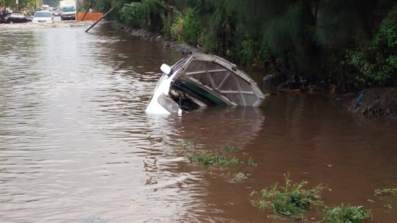 3 people die after a lorry they were traveling in was swept away by flash floods