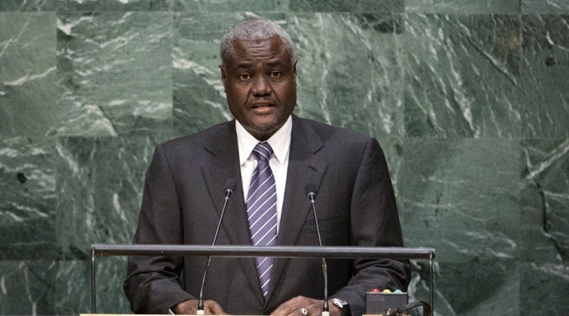 FALIE PHOTO - Chad's Foreign Minister Moussa Faki Mahamat addresses attendees during the 70th session of the United Nations General Assembly at the U.N. Headquarters in New York, October 1, 2015.  REUTERS/Eduardo Munoz/File Photo